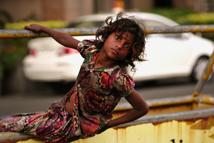 Street children in the classical sense are found in India almost without exception in the cities with a population of approximately 50,000 inhabitants. At the PJ Ramchandani Marg in Mumbai this street child was photographed.